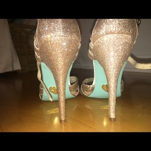 GORGEOUS CHAMPAGNE SPARKLY HEELS